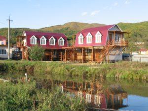 Люксы у озера 1 этаж, эконом-комфорт 2 этаж