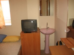 Тумбочка с телевизором